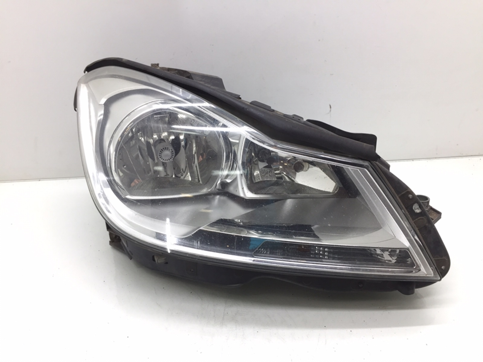Фара правая Mercedes C W204 2.2 CDI 2012 (б/у)