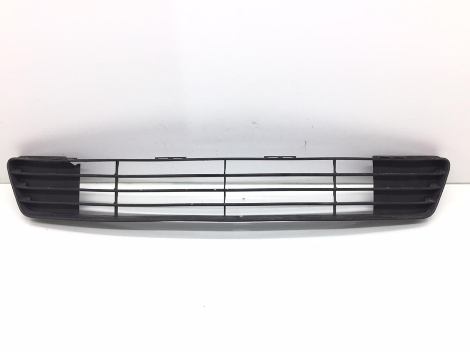 Заглушка (решетка) в бампер передний Ford Fiesta 1.3 I 2003 (б/у)