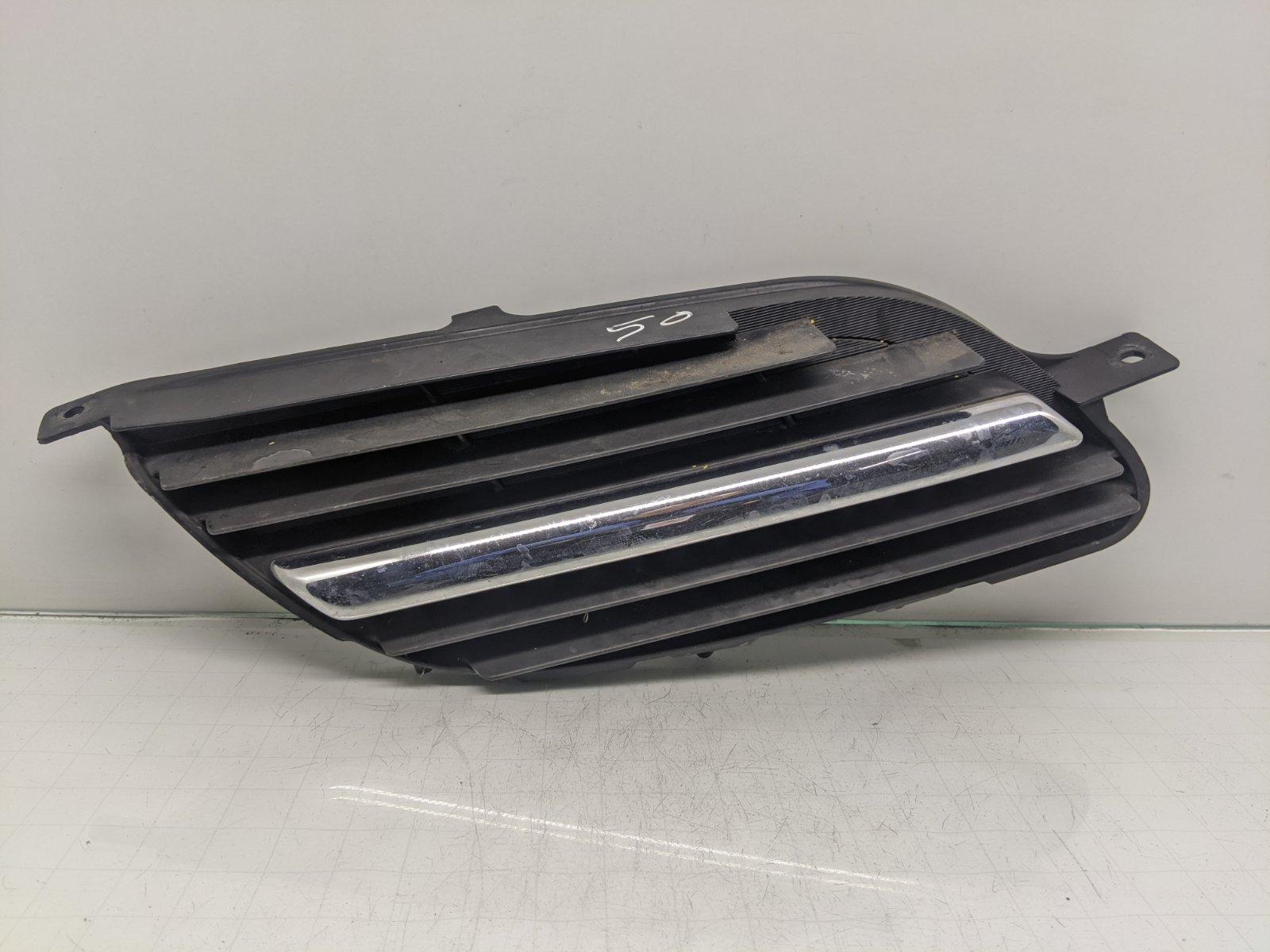 Решетка радиатора Nissan Almera Tino 1.8 I 2002 (б/у)