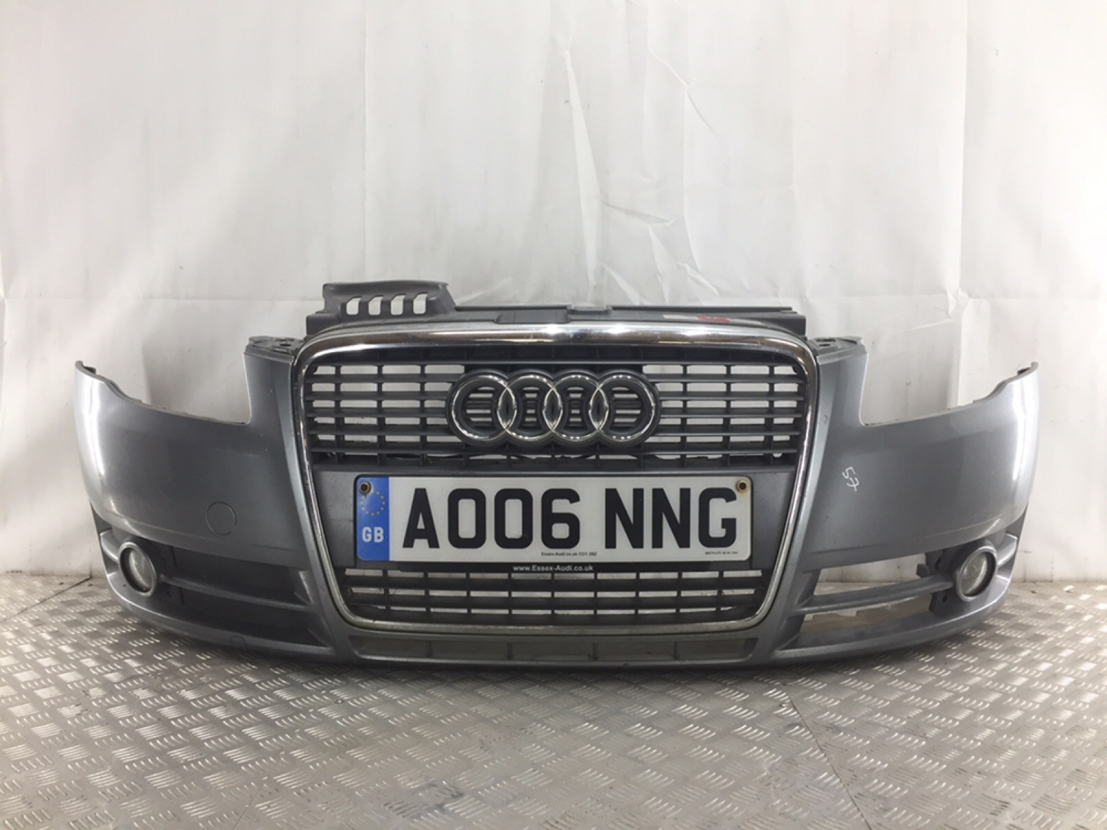 Бампер передний Audi A4 B7 1.9 TDI 2006 (б/у)