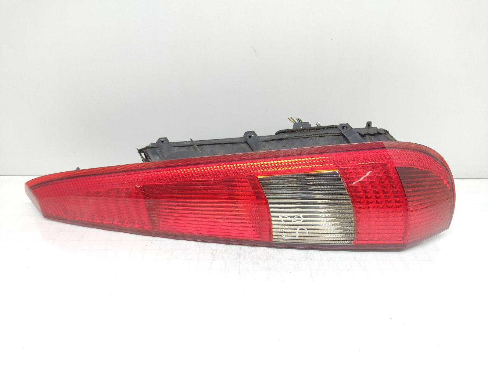Фонарь задний правый Ford Fiesta 1.3 I 2005 (б/у)
