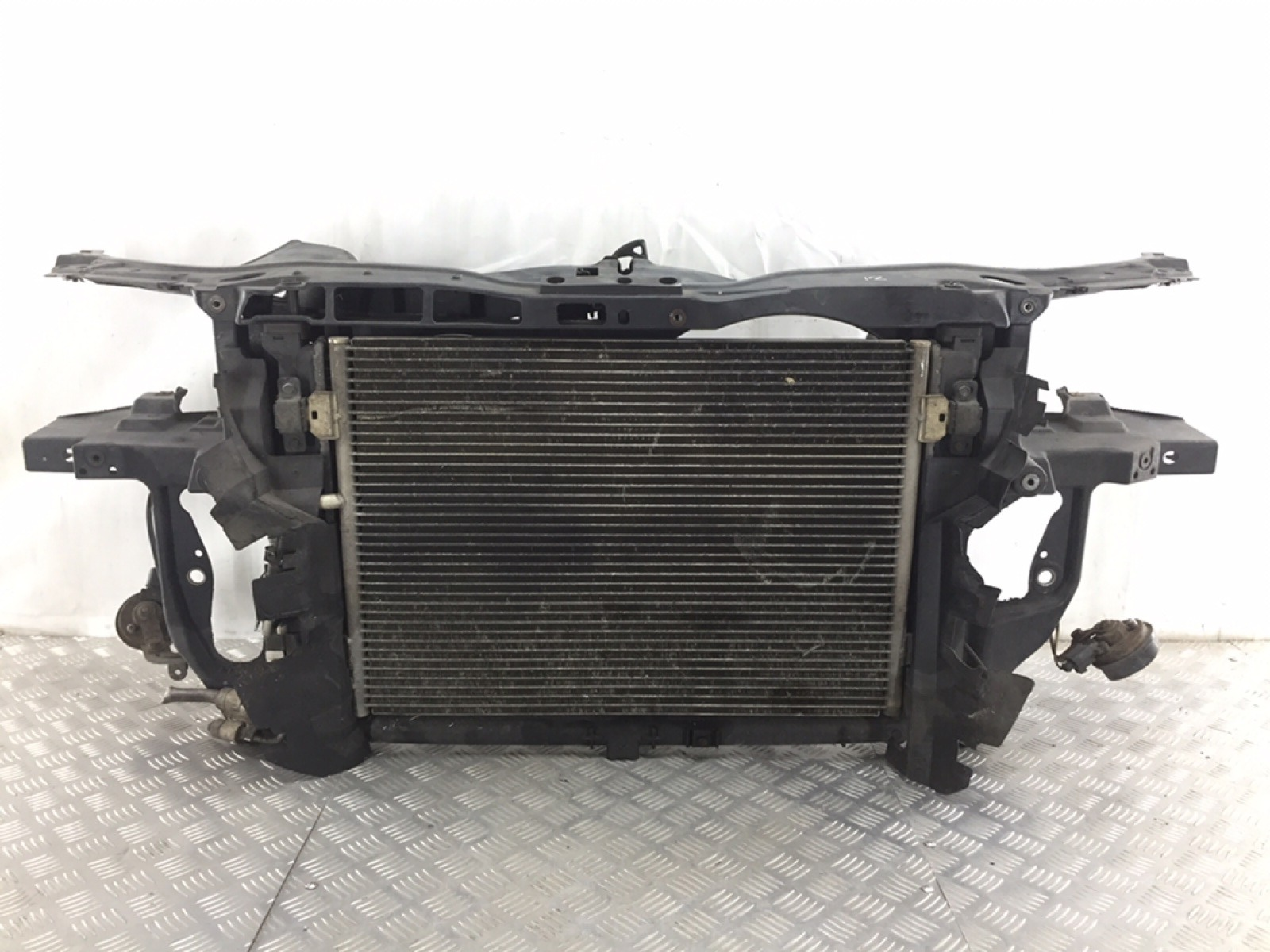 Панель передняя (телевизор) Volkswagen Passat B5 1.9 TDI 2004 (б/у)
