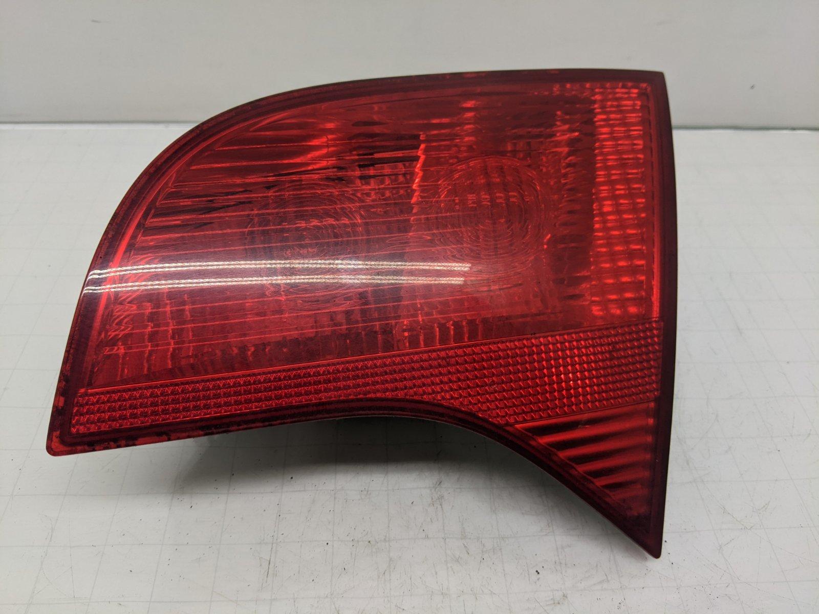 Фонарь крышки багажника правый Audi A4 B7 1.9 TDI 2006 (б/у)