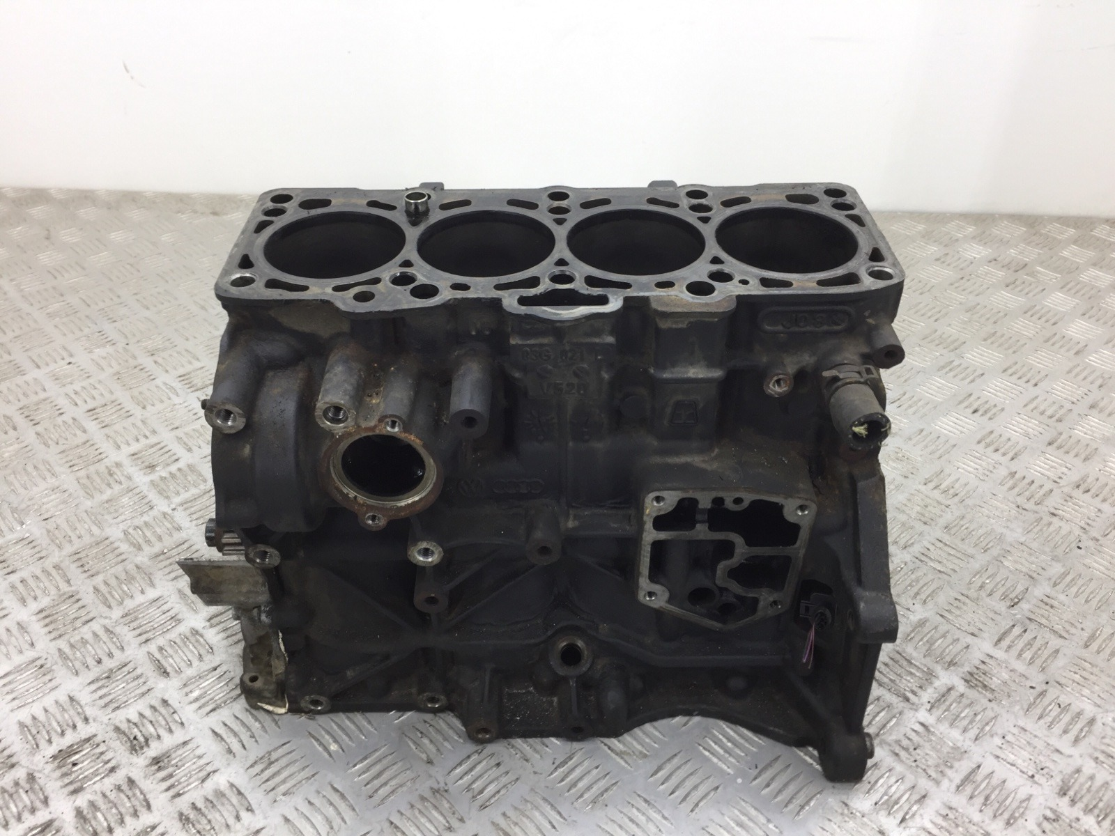 Блок цилиндров Volkswagen Passat B6 2.0 TDI 2006 (б/у)