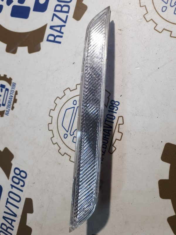 Стекло светоотражающие в крыло Bmw X5 E70 2012 переднее правое (б/у)