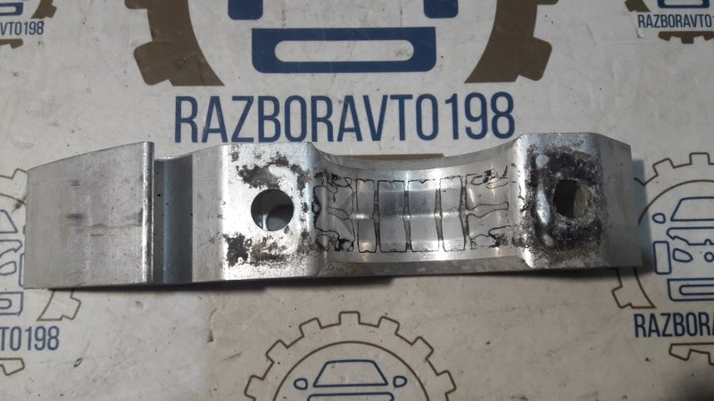 Кронштейн крепления стабилизатора Audi Q7 4L 3.0 TDI 2012 передний (б/у)