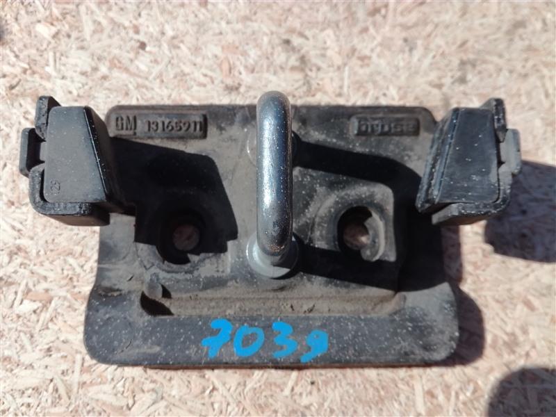 Петля замка багажника Opel Zafira B A05 2005 (б/у)