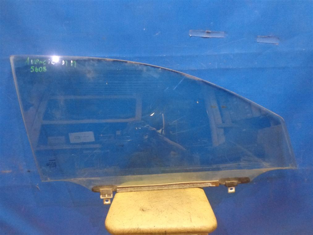 Стекло двери Toyota Avensis ZZT251L 2003 переднее правое (б/у)