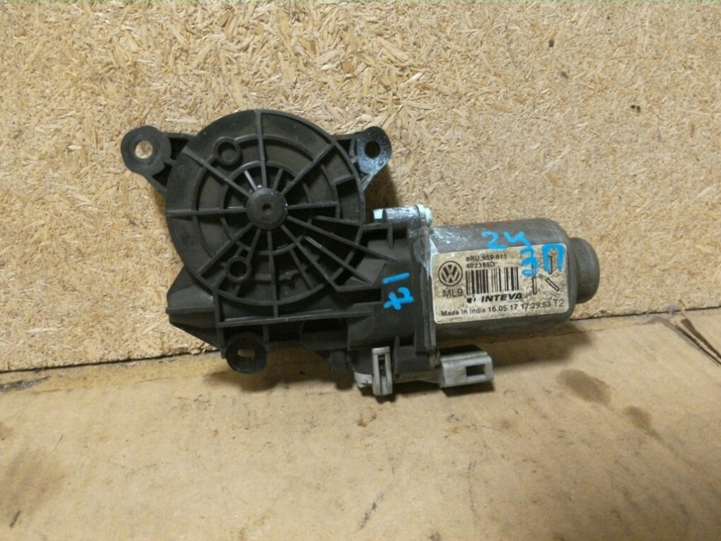 Моторчик стеклоподъемника Volkswagen Polo 614 2010 задний правый (б/у)