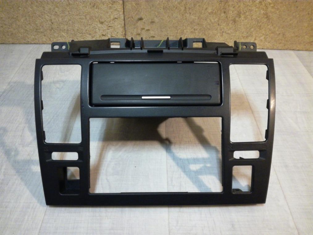 Консоль Nissan Tiida C11 2007 (б/у)