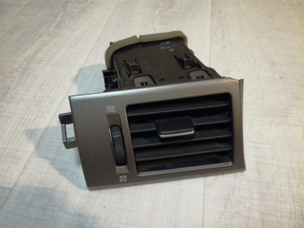 Дефлектор воздушный Nissan Tiida C11 2007 (б/у)