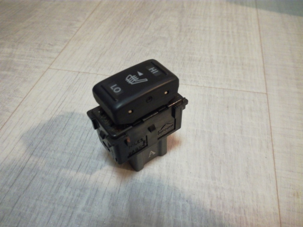 Кнопка обогрева сидений Nissan Tiida C11 2007 (б/у)