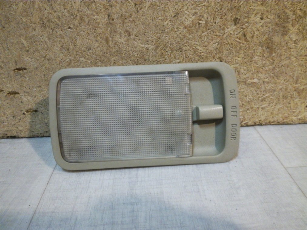Плафон салонный Nissan Tiida C11 2007 задний (б/у)