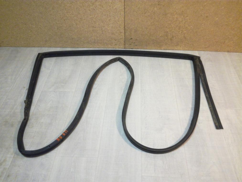 Уплотнитель двери Nissan Tiida C11 2007 задний правый (б/у)