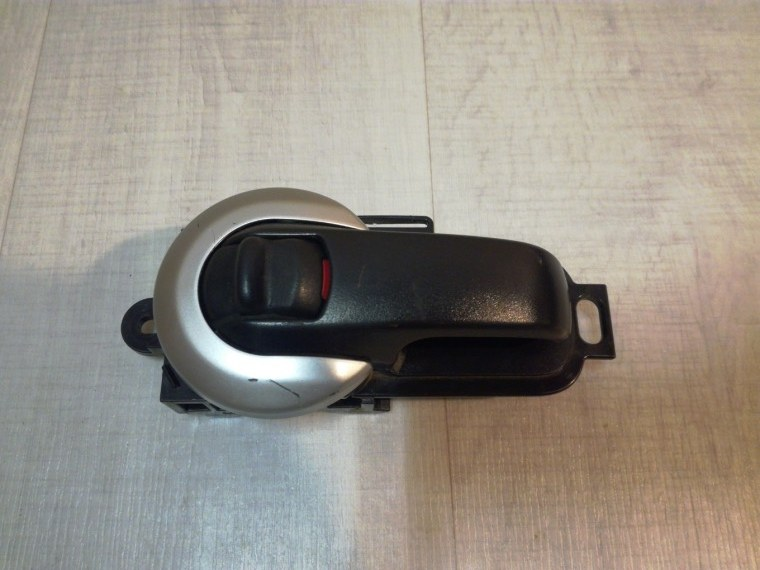 Ручка двери внутренняя Nissan Tiida C11 2007 правая (б/у)