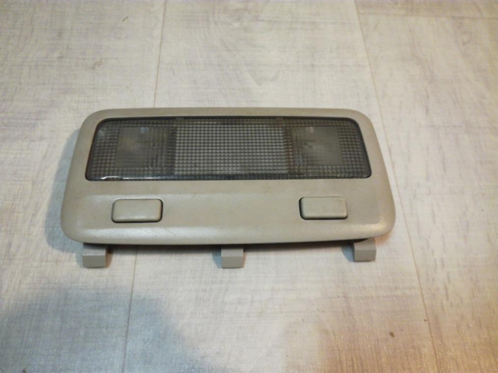 Плафон салонный Toyota Avensis ZZT251L 2003 задний (б/у)