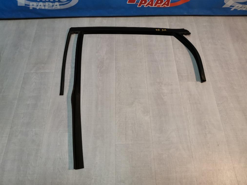 Уплотнитель стекла двери Ford Focus 3 CB8 2011 задний левый (б/у)