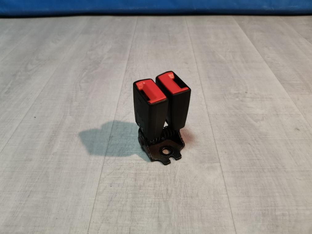 Замок ремня безопасности Ford Focus 3 CB8 2011 задний (б/у)