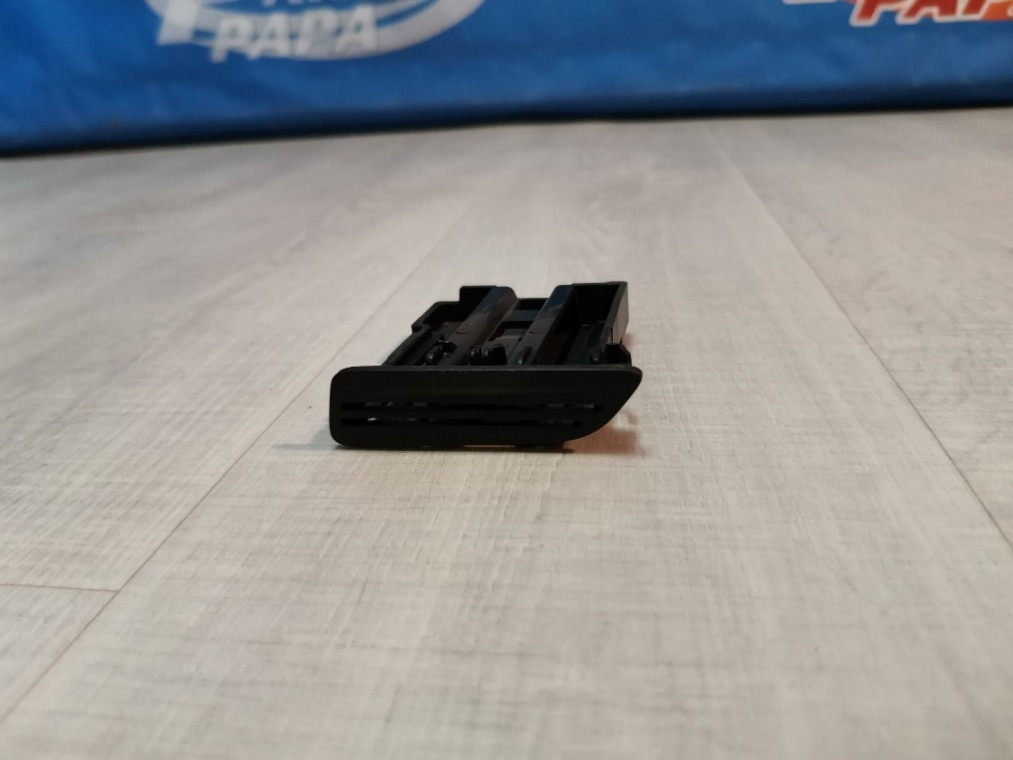 Держатель карточек Ford Focus 3 CB8 2011 (б/у)