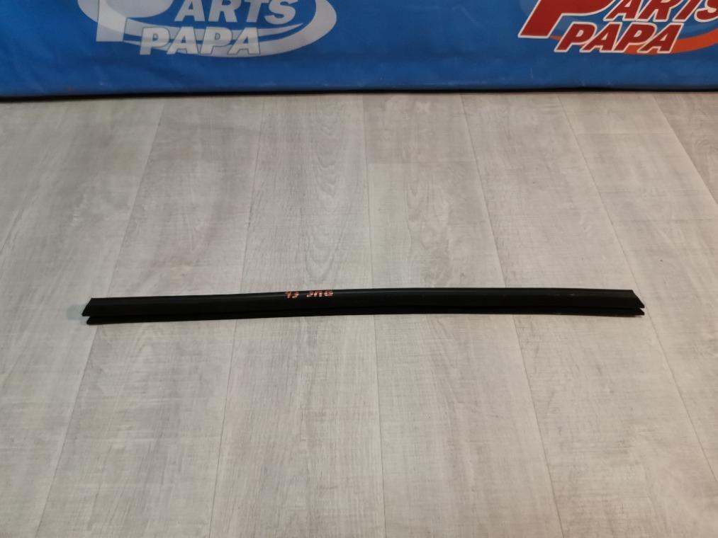 Уплотнитель стекла двери Ford Focus 3 CB8 2011 задний правый (б/у)