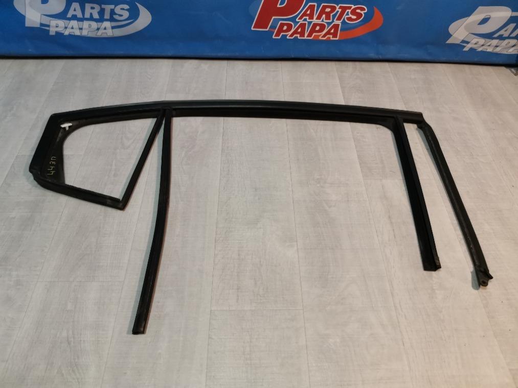 Уплотнитель стекла двери Chevrolet Cruze J300 2009 задний правый (б/у)