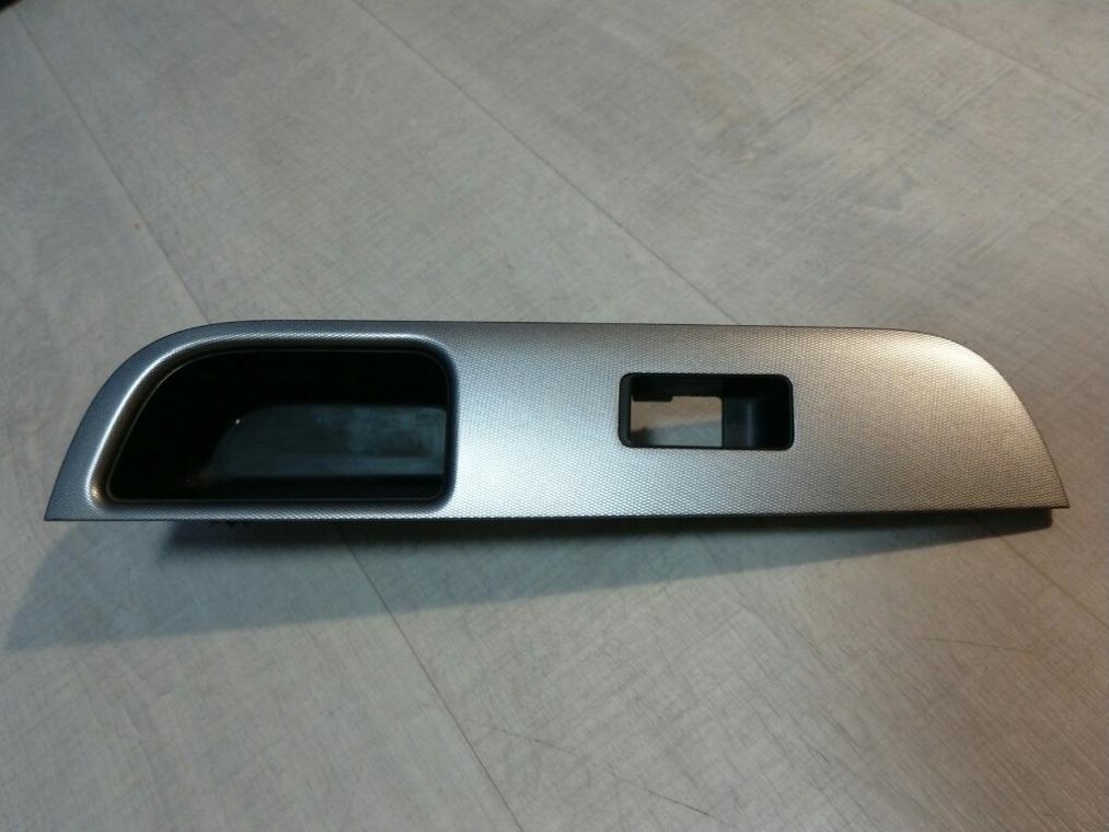 Накладка двери декоративная Nissan Tiida C11 2007 задняя правая (б/у)