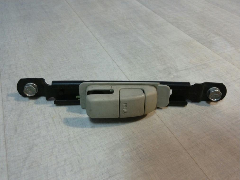 Механизм регулировки высоты ремня безопасности Nissan Tiida C11 2007 (б/у)