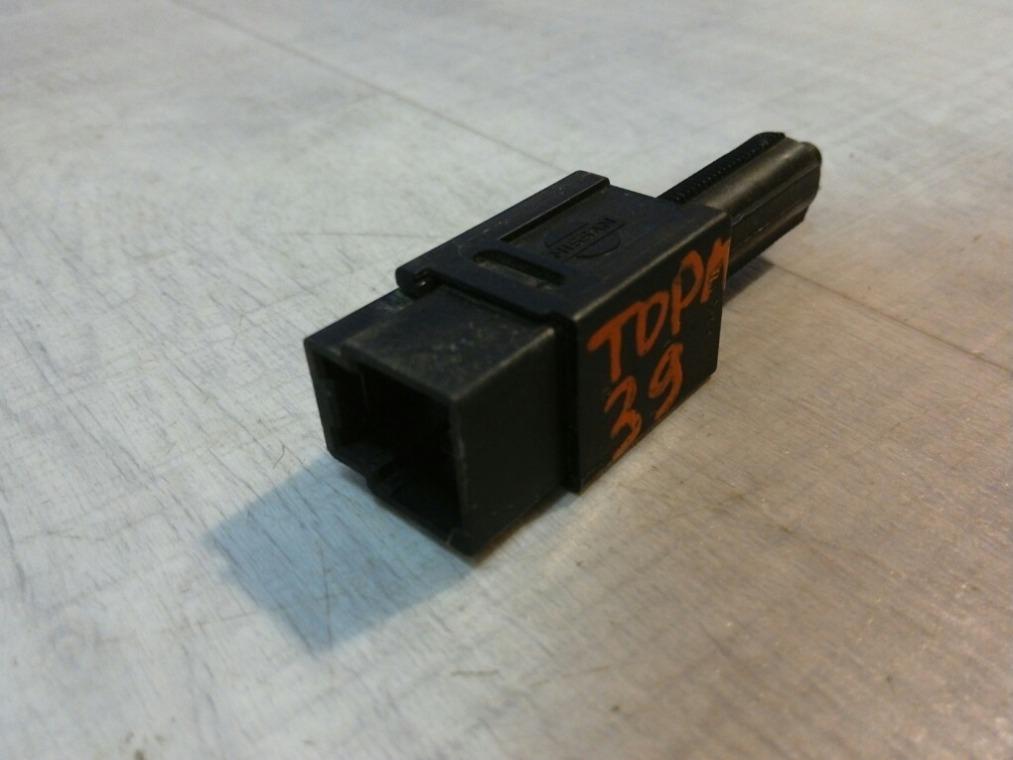 Выключатель концевой Nissan Tiida C11 2007 (б/у)