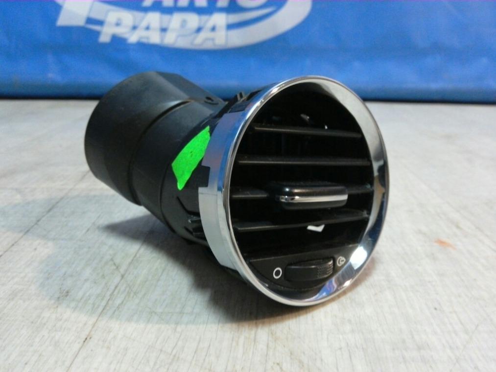 Дефлектор воздушный Peugeot 308 4A/C 2007 правый (б/у)