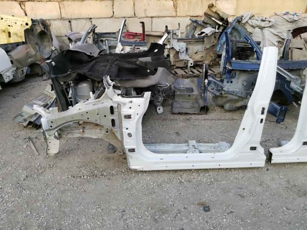 Боковина кузова Nissan Tiida C11 2007 левая (б/у)