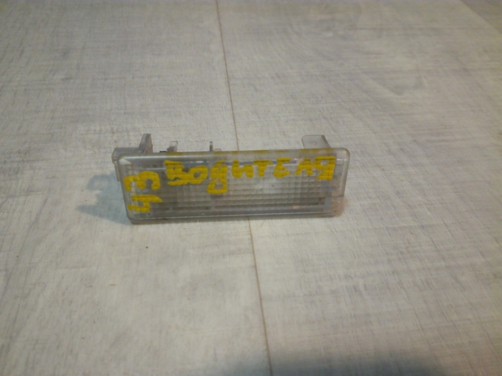 Плафон салонный Ford Focus 3 CB8 2011 (б/у)