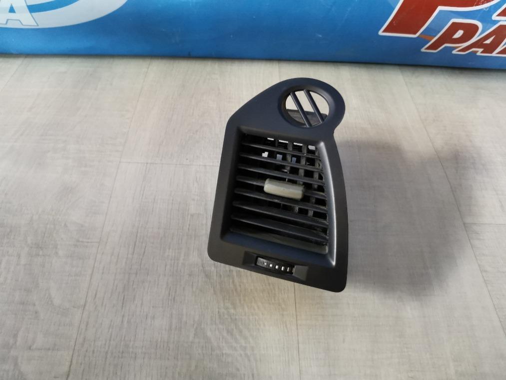 Дефлектор воздушный Renault Megane 2 LM2Y 2003 левый (б/у)