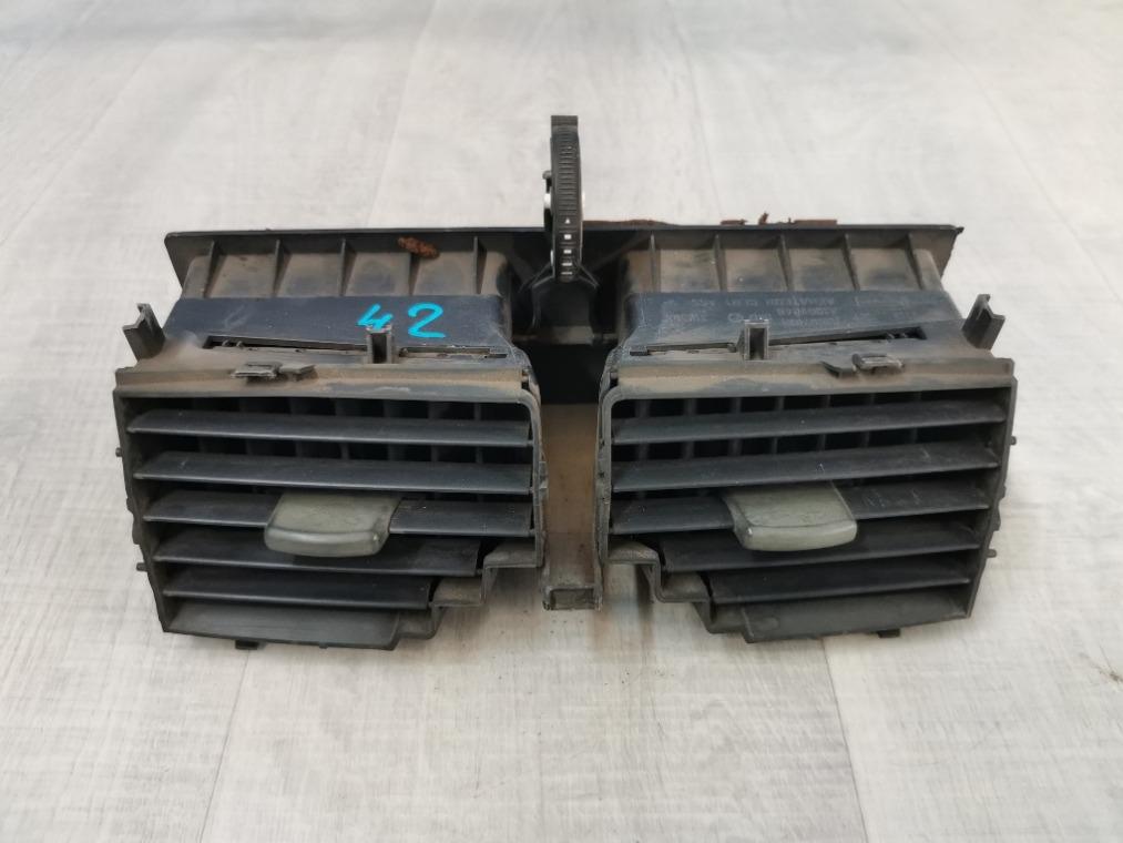 Дефлектор воздушный Renault Megane 2 LM2Y 2003 (б/у)