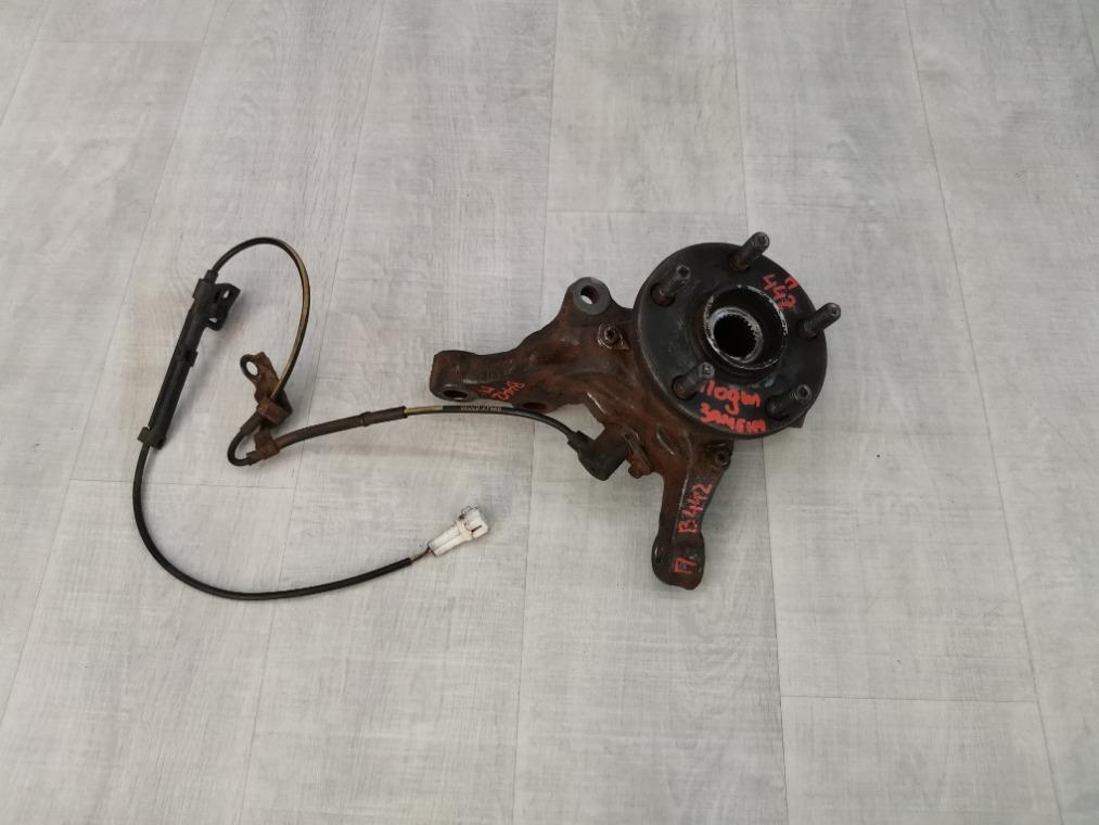 Кулак поворотный передний Toyota Avensis ZZT251L 2006 правый (б/у)
