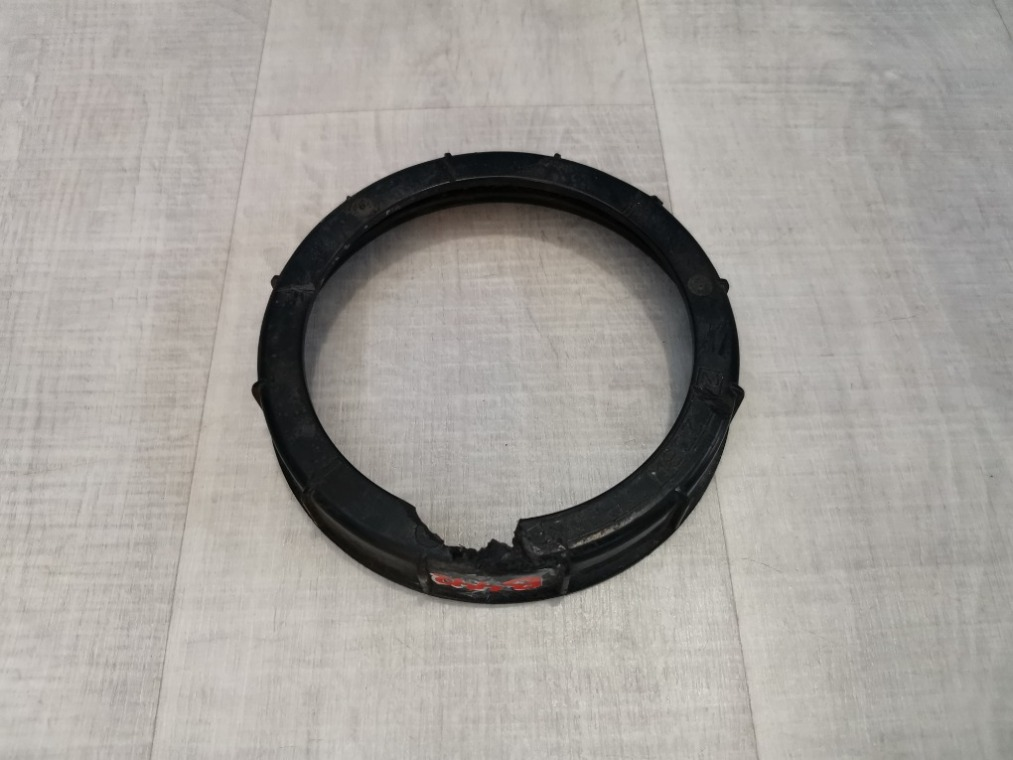 Гайка (кольцо) топливного насоса Toyota Avensis ZZT251L 2006 (б/у)