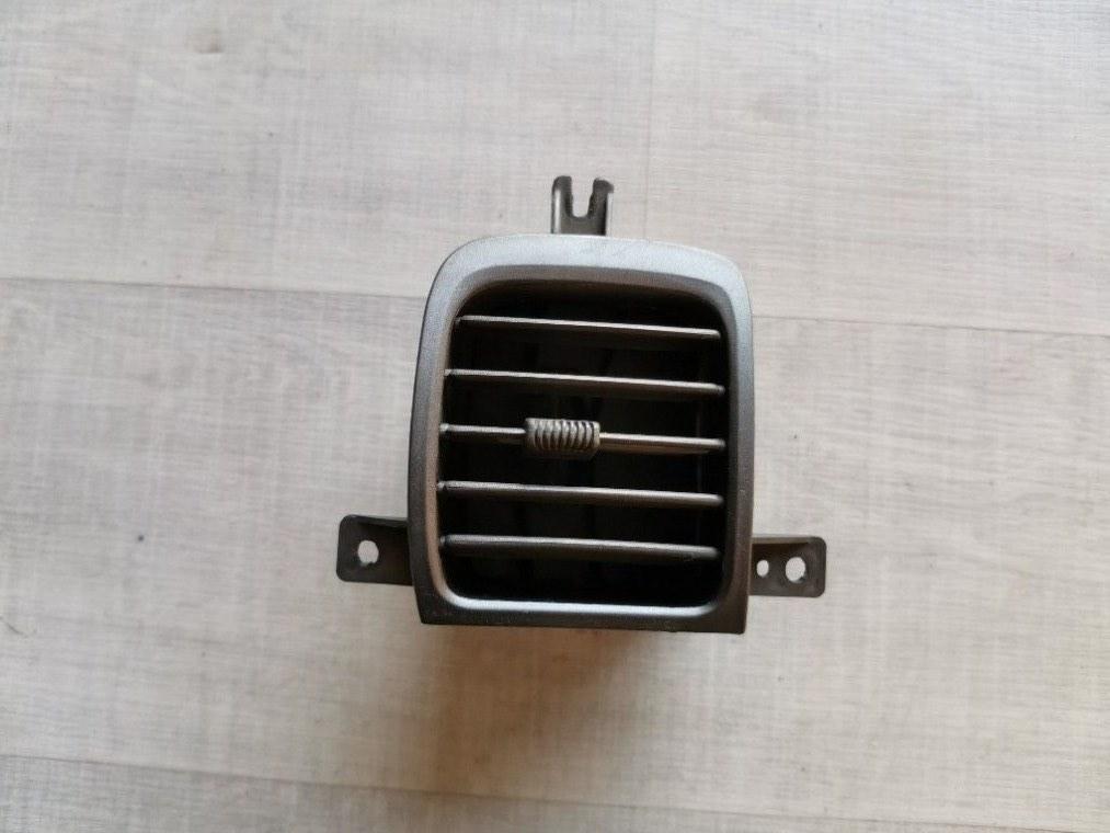 Дефлектор воздушный Hyundai Accent LC 2000 правый (б/у)