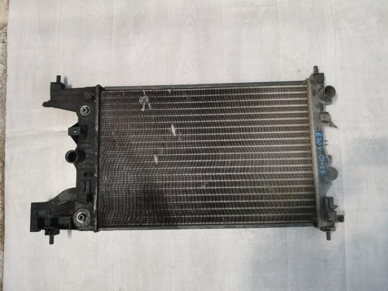 Радиатор охлаждения Chevrolet Cruze J300 2009 (б/у)