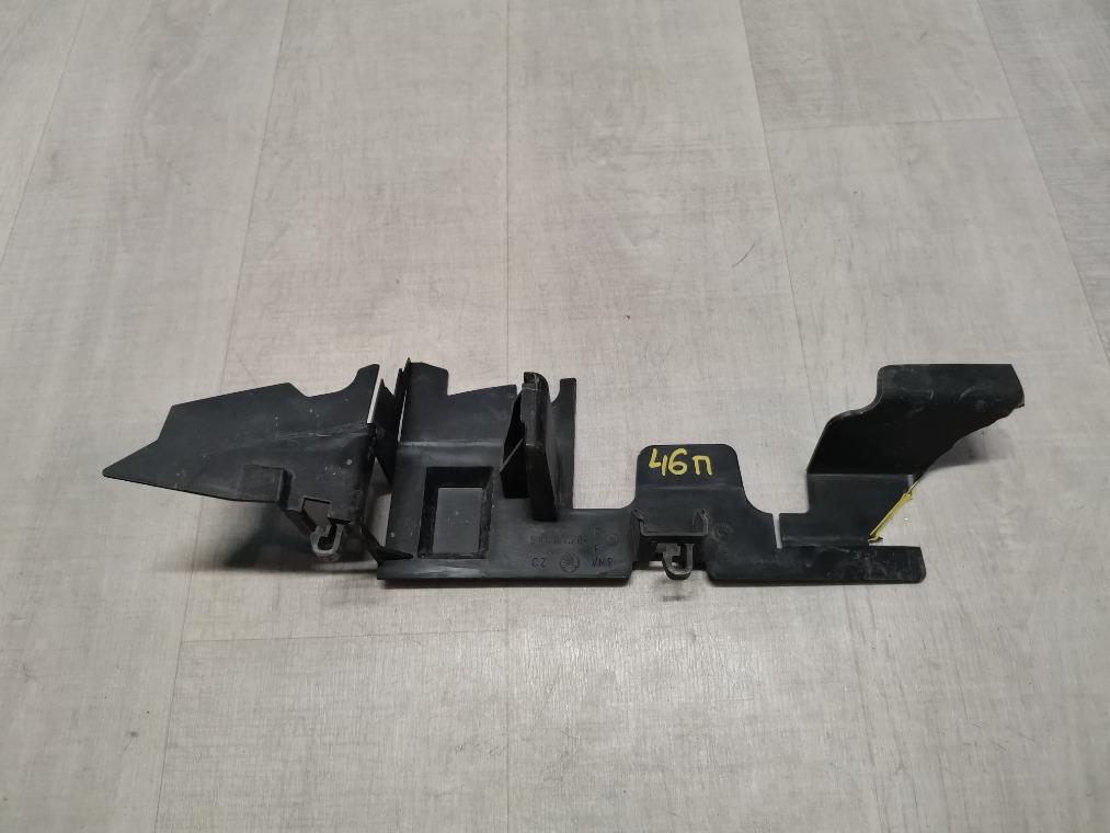 Дефлектор радиатора Skoda Fabia 5J2 2012 правый (б/у)