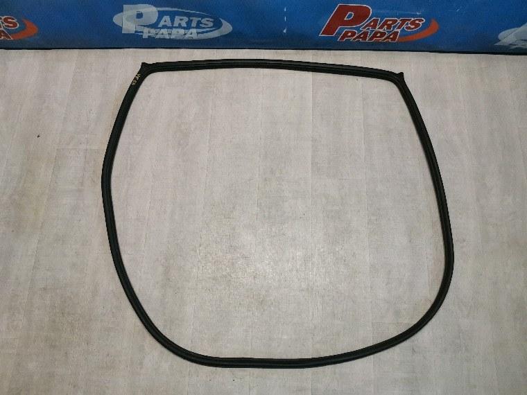Уплотнитель двери Nissan Tiida C11 задний левый (б/у)