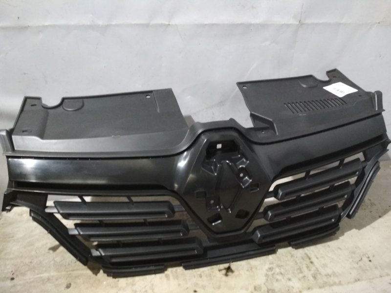 Решетка радиатора Renault Logan 2 L8 K4M 2018 передняя