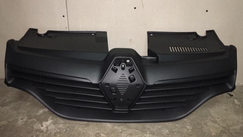 Решетка радиатора Renault Logan 2 L8 K7M 2015 передняя