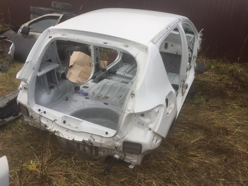 Задняя часть автомобиля Renault Sandero 2 L8 К7М 2014 задняя (б/у)