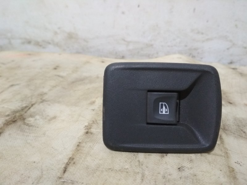 Кнопка стеклоподъемника Renault Sandero Stepway 2 задняя правая (б/у)