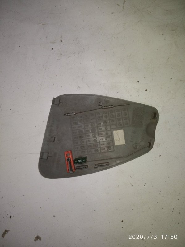Крышка блока предохранителей Renault Symbol 1 1998 (б/у)