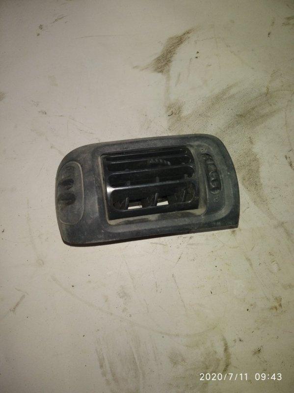 Дефлектор торпеды Renault Clio 1 левый (б/у)