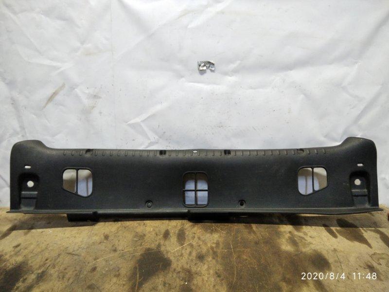 Накладка замковой панели Renault Clio 2 1998 задняя (б/у)