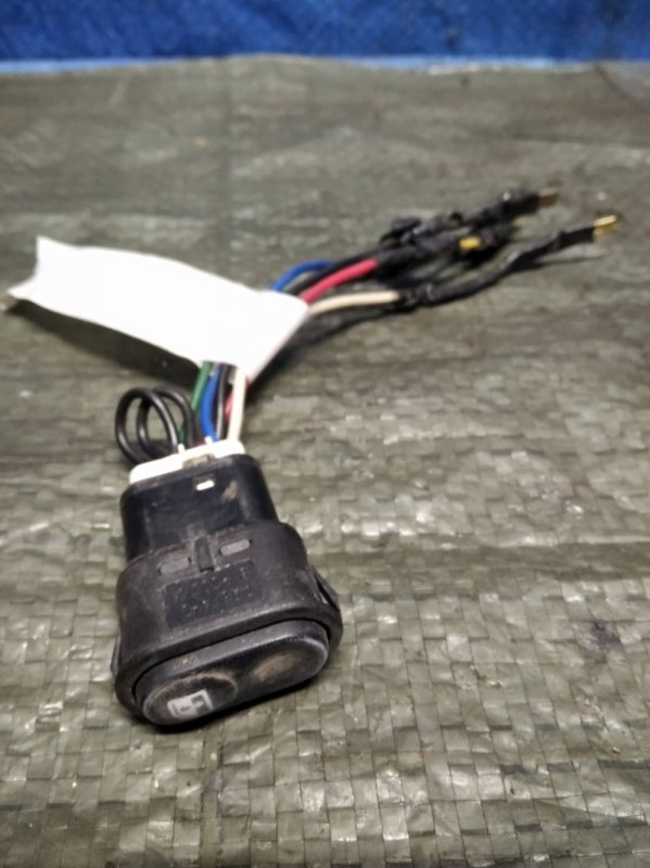 Кнопка стеклоподъемника Renault Kangoo 1 F8QK630 1.9 Л ДИЗЕЛЬ 2002 (б/у)