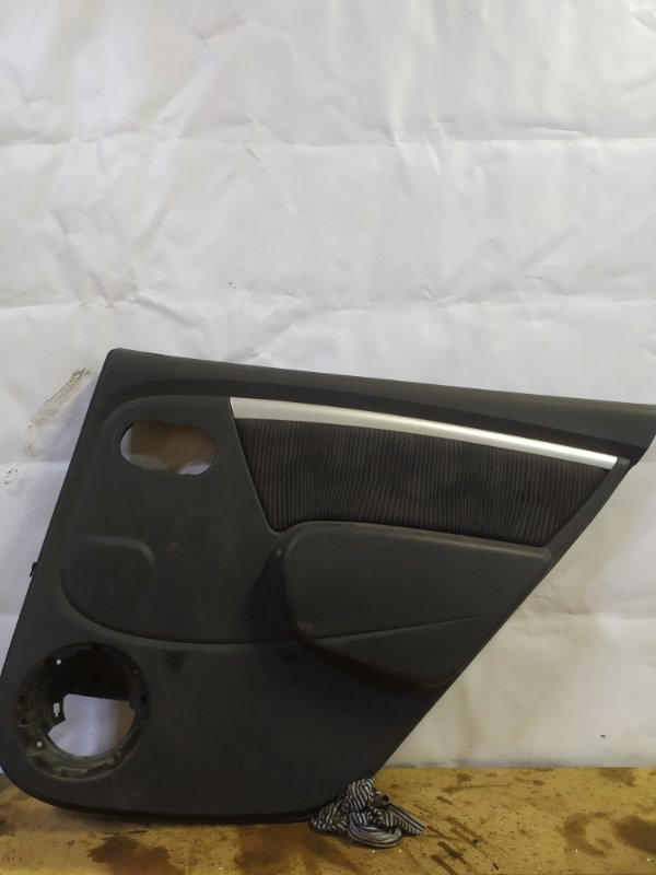 Обшивка двери Renault Sandero 1 K4M 2011 задняя правая (б/у)