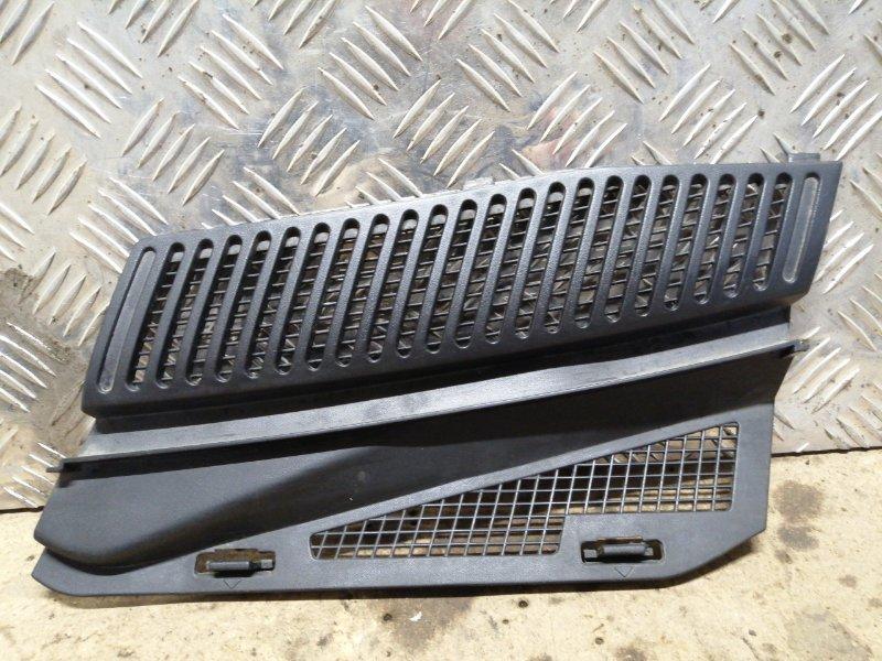 Накладка решётки стеклоочистителя левая Renault Megane 1 ХЭТЧБЭК K4J 2000 левая (б/у)