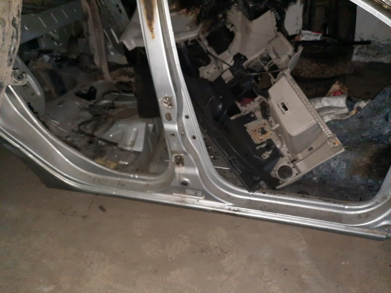 Порог Renault Logan 2 2014 правый (б/у)